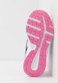 Reebok - ALMOTIO 5.0 2V - Obuwie do biegania treningowe - core navy/posh pink/white - 5