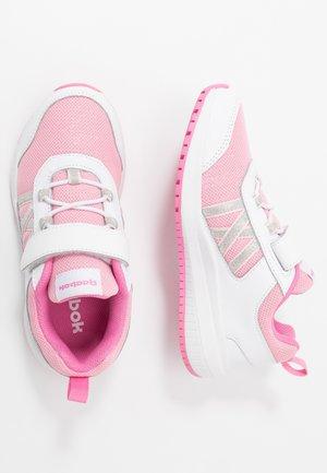 ROAD SUPREME - Obuwie do biegania treningowe - white/pixel pink/posh pink