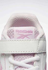 Reebok - REEBOK RUSH RUNNER 2.0 SHOES - Obuwie do biegania Stabilność - white - 7