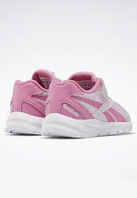 Reebok - REEBOK RUSH RUNNER 2.0 SHOES - Obuwie do biegania treningowe - pixel pink - 3