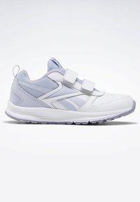 Reebok - REEBOK ALMOTIO 5.0 SHOES - Neutral running shoes - white - 5