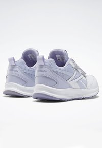 Reebok - REEBOK ALMOTIO 5.0 SHOES - Neutral running shoes - white - 3