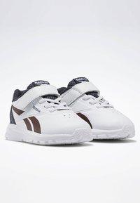 Reebok - REEBOK RUSH RUNNER 2.0 SHOES - Sneakersy niskie - white - 2