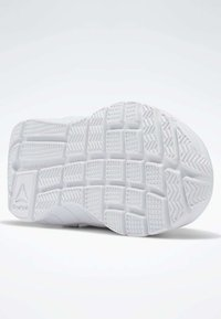 Reebok - REEBOK RUSH RUNNER 2.0 SHOES - Sneakersy niskie - white - 4