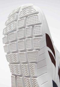 Reebok - REEBOK RUSH RUNNER 2.0 SHOES - Sneakersy niskie - white - 8