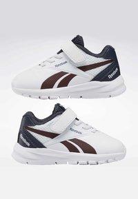 Reebok - REEBOK RUSH RUNNER 2.0 SHOES - Sneakersy niskie - white - 6