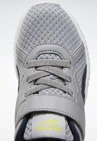 Reebok - REEBOK FLEXAGON ENERGY 2.0 SHOES - Obuwie do biegania treningowe - pure grey - 8