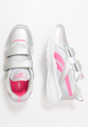 XT SPRINTER - Zapatillas de running neutras - silver/grey/pink