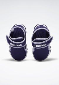 Reebok - WAVE GLIDER III SANDALS - Sandales de randonnée - purple - 7