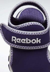 Reebok - WAVE GLIDER III SANDALS - Sandales de randonnée - purple - 8