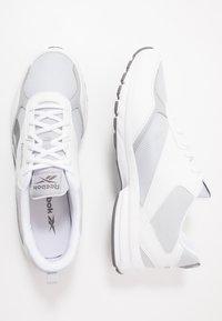 Reebok - PHEEHAN - Neutrální běžecké boty - white/grey/cold grey - 1