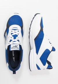 Reebok - PHEEHAN - Neutrální běžecké boty - white/collegiate royal - 1