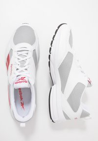 Reebok - PHEEHAN - Obuwie do biegania treningowe - grey/red/white - 1