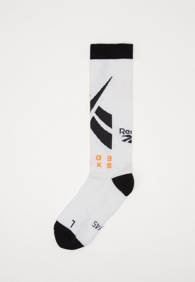 EDGWRE CREW SOCK - Sportovní ponožky - white
