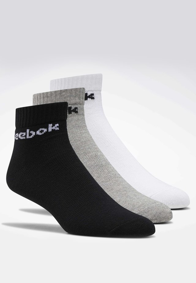 ACTIVE CORE ANKLE SOCKS 3 PAIRS - Skarpety - white