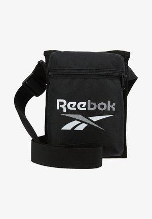TECITY BAG - Sportovní taška - black