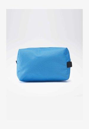 TRAINING ESSENTIALS TOILETRY BAG - Kosmetiktasker - blue