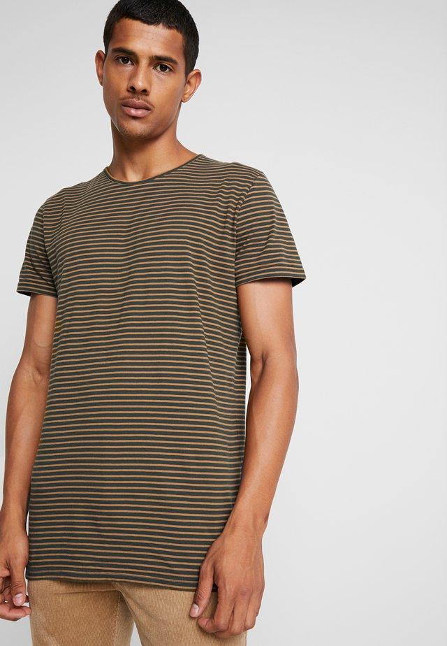 T-shirt med print - army