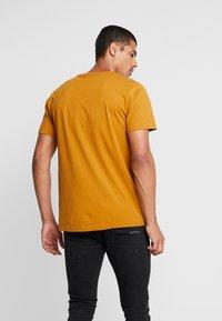 RVLT - T-Shirt basic - yellow - 2