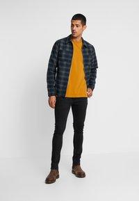 RVLT - T-Shirt basic - yellow - 1