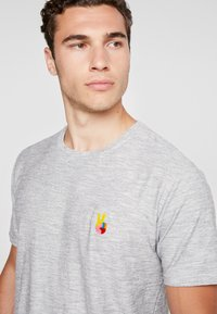 RVLT - HAN - T-shirt z nadrukiem - navy - 5
