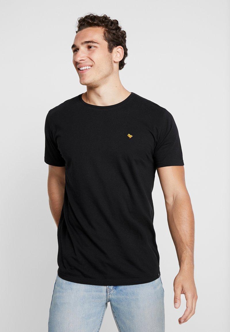 RVLT - T-shirts - black