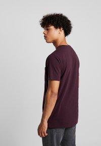 RVLT - T-shirt z nadrukiem - bordeaux - 2