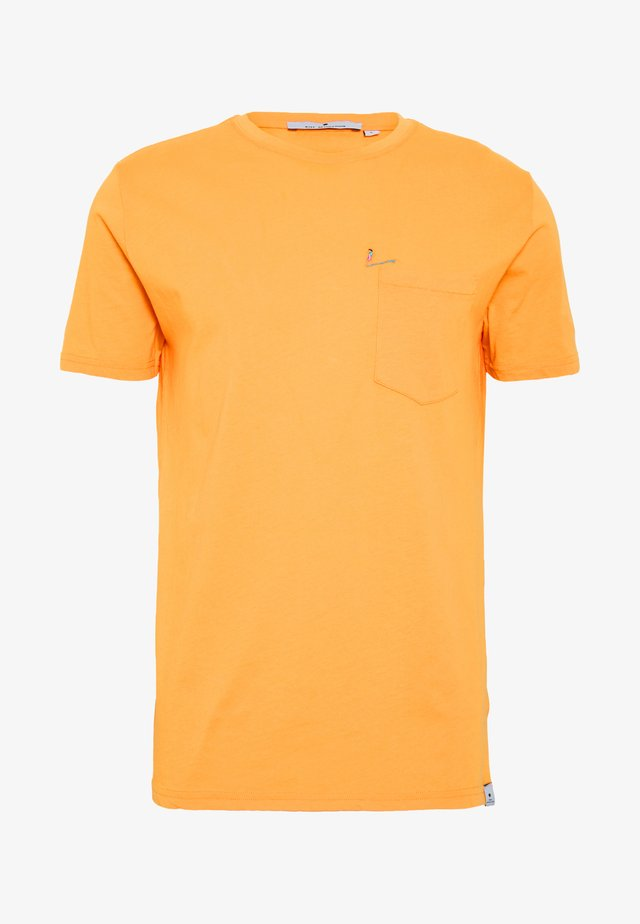 CHEST POCKET AND EMBROIDERY - T-shirt med print - yellow