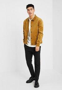 RVLT - Summer jacket - camel - 1