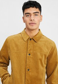 RVLT - Summer jacket - camel - 4