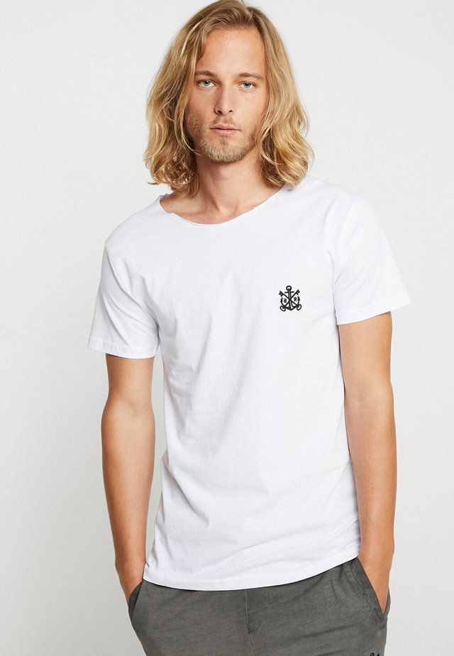 TRUTH CUT NECK TEE - T-shirt med print - white/black