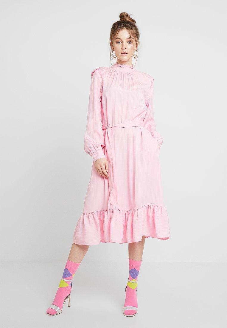 Résumé - MILLAH DRESS - Day dress - pink