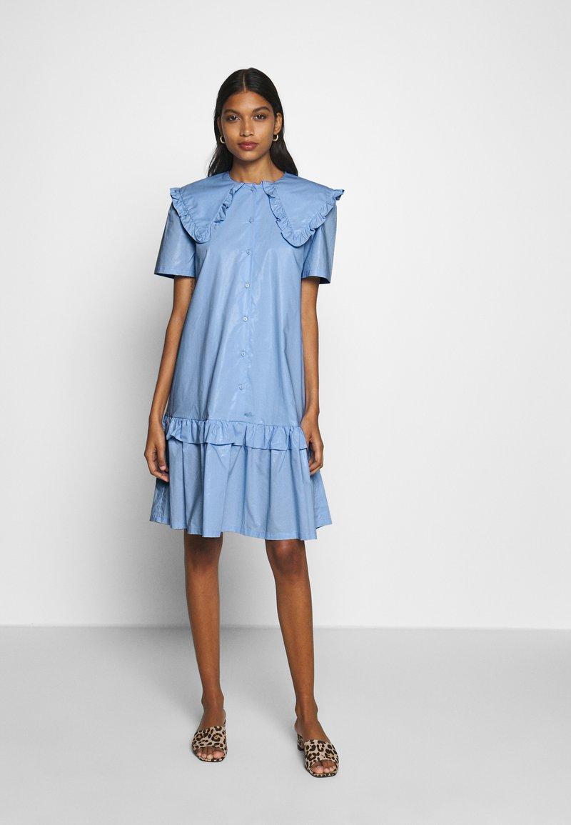 Résumé - TAILOR DRESS - Denní šaty - sky