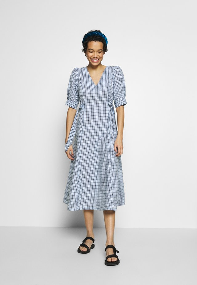 TAJA DRESS - Hverdagskjoler - dusty blue