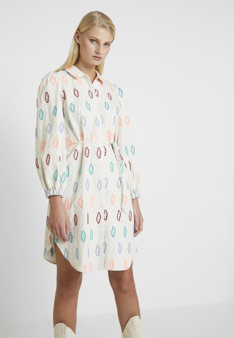 Résumé - SOLA DRESS - Shirt dress - sand