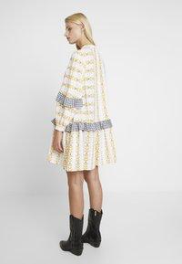 Résumé - SANDRA DRESS - Korte jurk - white - 2