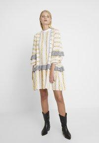 Résumé - SANDRA DRESS - Korte jurk - white - 1