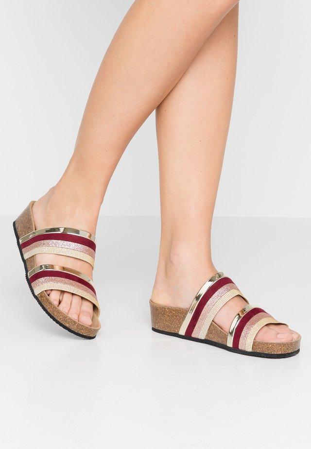 ZIRA - Pantofle - burgundy