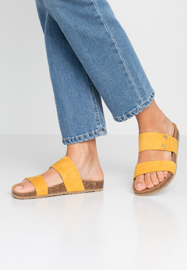 MEO - Mules - yellow
