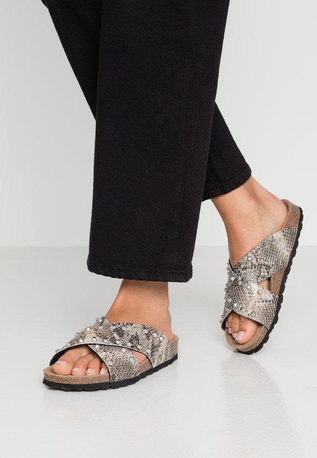 NALA STUDS  - Pantofle - beige