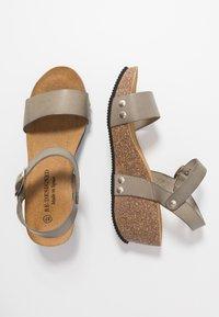 RE:DESIGNED - SABINE - Sandály na platformě - khaki - 3