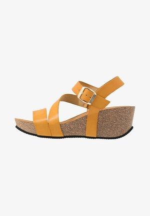 KATY - Sandály na platformě - dark yellow