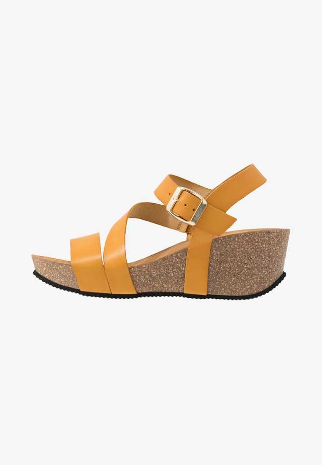 KATY - Plateausandaler - dark yellow