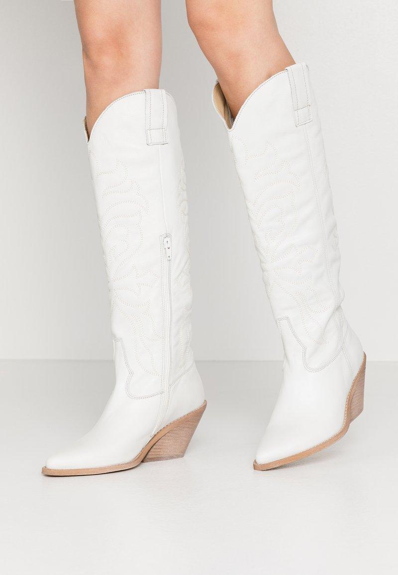 RE:DESIGNED - ROA - Cowboy/Biker boots - white