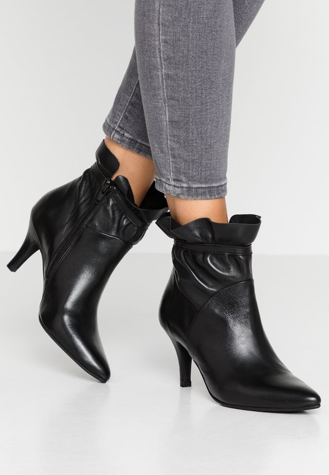 CINDA - Bottines - black