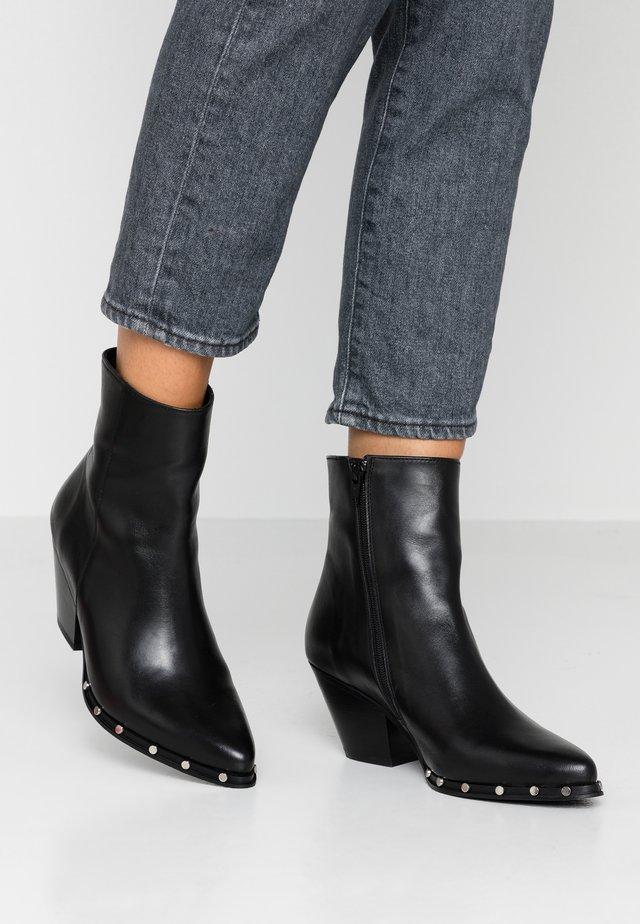 DELIA - Kotníkové boty - black