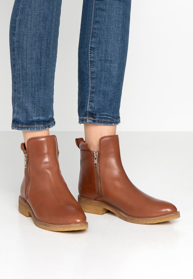 SHANNA - Classic ankle boots - cognac
