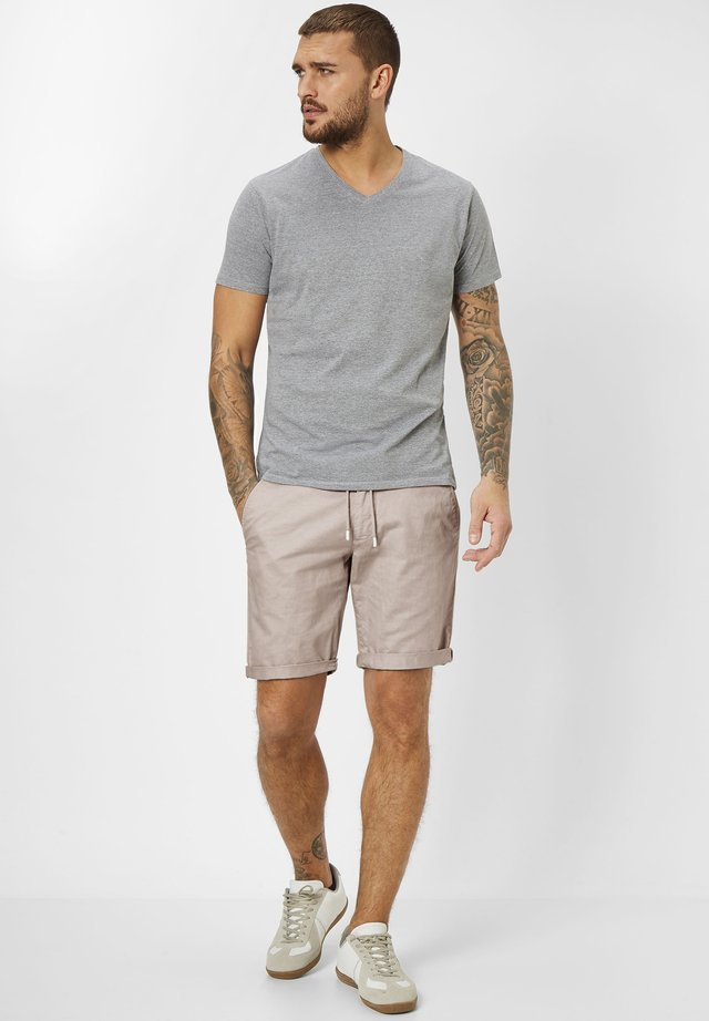 WHITBY  - Shorts - beige