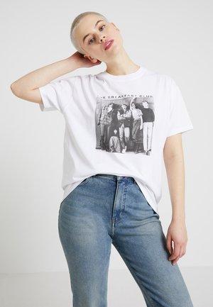 BREAKFAST CLUB TEE - Print T-shirt - white
