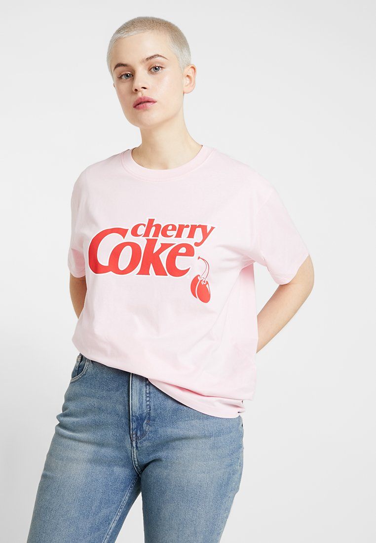 Revival Tee - CHERRY COKE TEE - T-shirts print - pink
